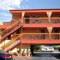 Bay Shores Peninsula Hotel
