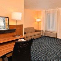 Fairfield Inn and Suites Cleveland Avon