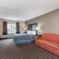 Days Inn & Suites Forest City