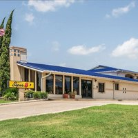 Super 8 by Wyndham San Marcos