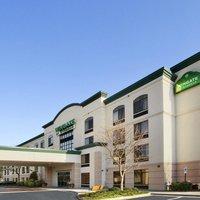 La Quinta Inn & Suites by Wyndham Raleigh Downtown North