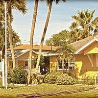 Sunshine Cozy Cottages Motel