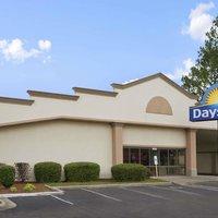 Days Inn Fayetteville-South/I-95 Exit 49