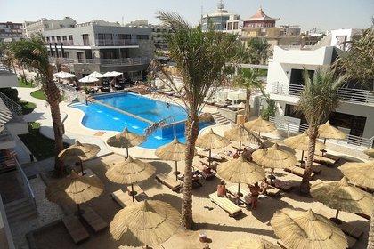Royal Lagoons Aqua Park Resort & Sp...