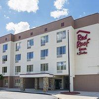 Red Roof Inn & Suites Fayetteville-Fort Bragg