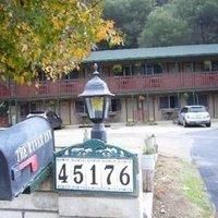 The River Inn & Cabins