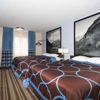 Super 8 by Wyndham Longmont/Twin Peaks