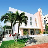Tropics Hotel & Hostel