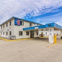 Motel 6 Fargo South